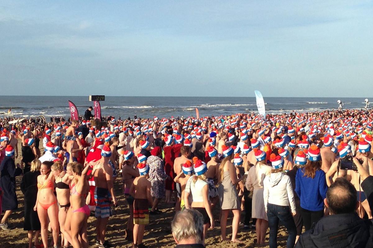 Nieuwjaarsduik in Egmond aan Zee